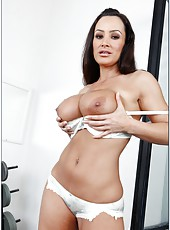 Curious and famous brunette milf Lisa Ann treats lucky man with her holes