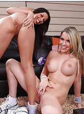 Curvy sex goddesses Courtney Cummz and Rachel Starr demonstrate amazing threesome