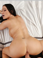 Fascinating hottie Vanilla DeVille allures with her big boobs and flawless ass