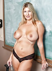Blonde milf with massive hips and huge boobs Jezebel Jones fucked with passion