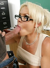 Glamorous blonde bombshell Rhylee Richards fucked in her gentle vagina