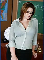 Sexy teacher with huge ass and big tits Lisa Sparxxx likes student