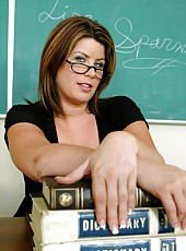 Mrs. Lisa Sparxxx shows us her giant boobs and seduces skinny student