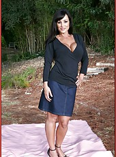 Outdoor masturbation scene with a beautiful and busty brunette lady Lisa Ann