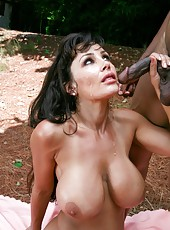 Lisa Ann is a mature woman who likes passonate outdoor scenes