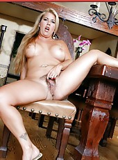 Amazing fatty Joclyn Stone playing with hairy sisy and reaching pleasure