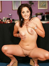 Happy whore Bobbie Lennox getting a cumshot and posing fully naked