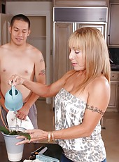 Cocky babe Luna Azul cooking dinner and pleasing her boyfriend