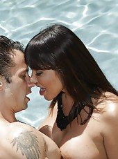 Remarkable curve Ava Devine pleasing her neighbor right in the pool