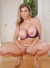 Passionate milf Sara Jay showing round butt and fingering like in her youth