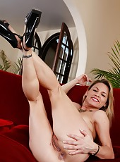 Nice chick Amanda Blow posing fully naked and jilling all day long