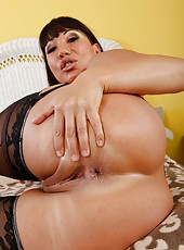Adorable lady Ava Devine doing her best to reach multiple orgasms