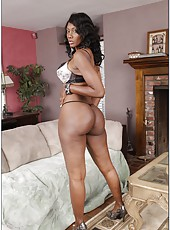 Winning milf Nyomi Banxxx showing chocolate ass and masturbating