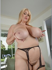 Ravishing jilt Samantha 38G demonstrates her big ass and works with pussy