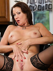 Entrancing mature Vanessa Videl working with her sissy and getting satisfied