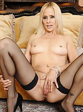 Arresting babe Payton Leigh posing in stockings and making pussy all wet