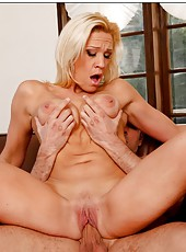 Topnotch pornstar Jessie Cash accepts only hardcore penetrations