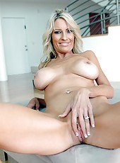 Shaved cunt of horny pornstar Emma Starr is being double penetrated