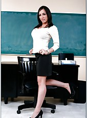 Engaging milf Jennifer Steele fucking with her student right at school