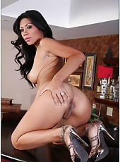 Snazzy chick with tight pussy Cassandra Cruz prefers making deepthroats