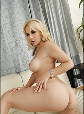 Carnal blonde Sarah Vandella rubbing boobies and making a deepthroat