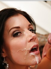 Milf with natural boobies India Summer gets pounded right in her house