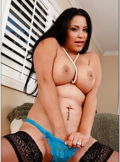 Winsome bitch Sophia Lomeli prefers banging with strangers and getting cumshots
