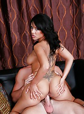 Exquisite bitch Elena Heiress jilling really hard and fucking with her friend