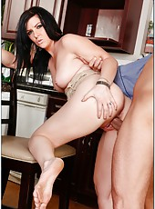 Lonely milf Taryn Thomas prefers when a neighbor comes and fucks her