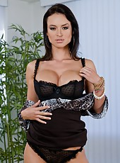 Arresting cutie Franceska Jaimes adores posing and hanging out with strangers