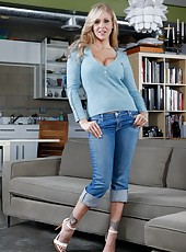 Dreamy mature Julia Ann pleasing her boyfriend and getting satisfied too