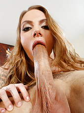 Ambitious slut Juelz Ventura working with wet pussy and making a deepthroat