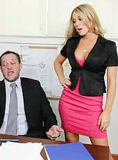 Bewitching babe Amber Ashlee using her skills to make her boss satisfied