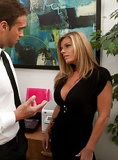Zealous milf Kristal Summers fucking with her employee right in office