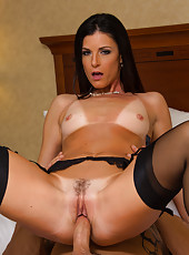 India Summer pleasing her new friend with a first-class deepthroat