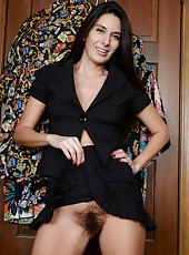 Playful brunette MILF Nikki Daniels spreading her legs and showing her twat