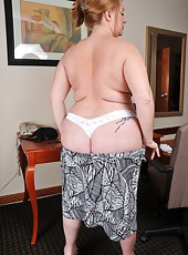 Chubby MILF Misty Luv Blu revealing her huge breasts and her big ass