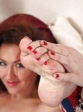 Hot mature slut Elizabeth likes to play with her feet and her pussy