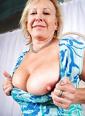 Blonde mature slut Nicole enjoying her time and showing off her body