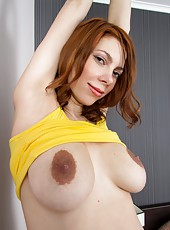Pregnant MILF Iviola showing her wet shaved cunt for the camera here