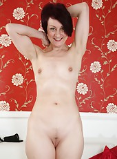 Fascinating MILF Penny Brooks likes to play for the camera completely naked
