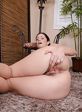 Mature and hairy slut Alicia Silver showing her wet and sweet cunt