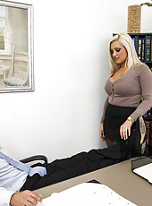 Very fuckable milf Dayna Vendetta gives a hot titjob just to get cum on her face