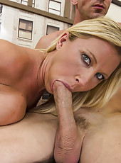 Slick blonde milf Devon Lee is getting her face covered with sperm of that fucker