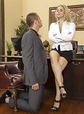 Blonde milf Sarah Vandella was fucked in missionary pose after phone talk