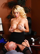 Exquisite babe Courtney Taylor enjoying a nice cock in her wet mouth