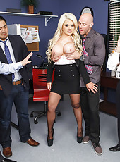 Radiant blonde babe Alexis Ford gets a nice cumshot on her big boobs