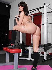 Fancy and slutty babe Joslyn James posing at the gym while being naked