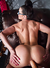 Noteworthy MILFs Alexis Monroe and Kendra Lust like to play with a strap-on
