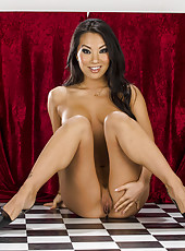 Smoking hot Asian MILF Asa Akira showing her amazing body and her boobs
